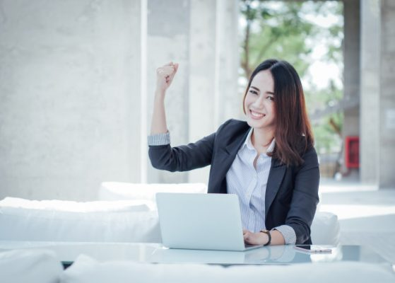 asian-business-woman-with-laptop-happy-smile-concept-success-work_1286-345