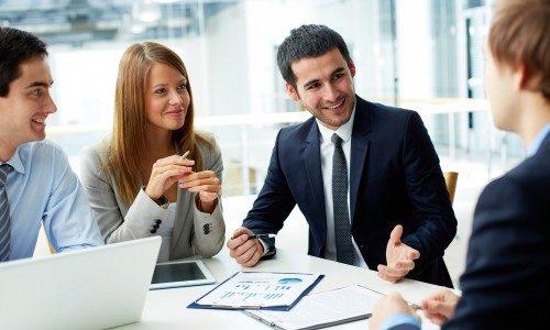 Hãy luôn tỏ thái độ sẵn sàng lắng nghe Cán bộ thuế để tạo thiện cảm