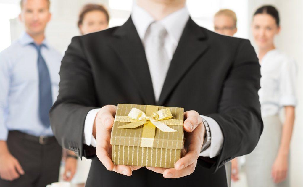 Hàng hóa, dịch vụ dùng để biếu tặng